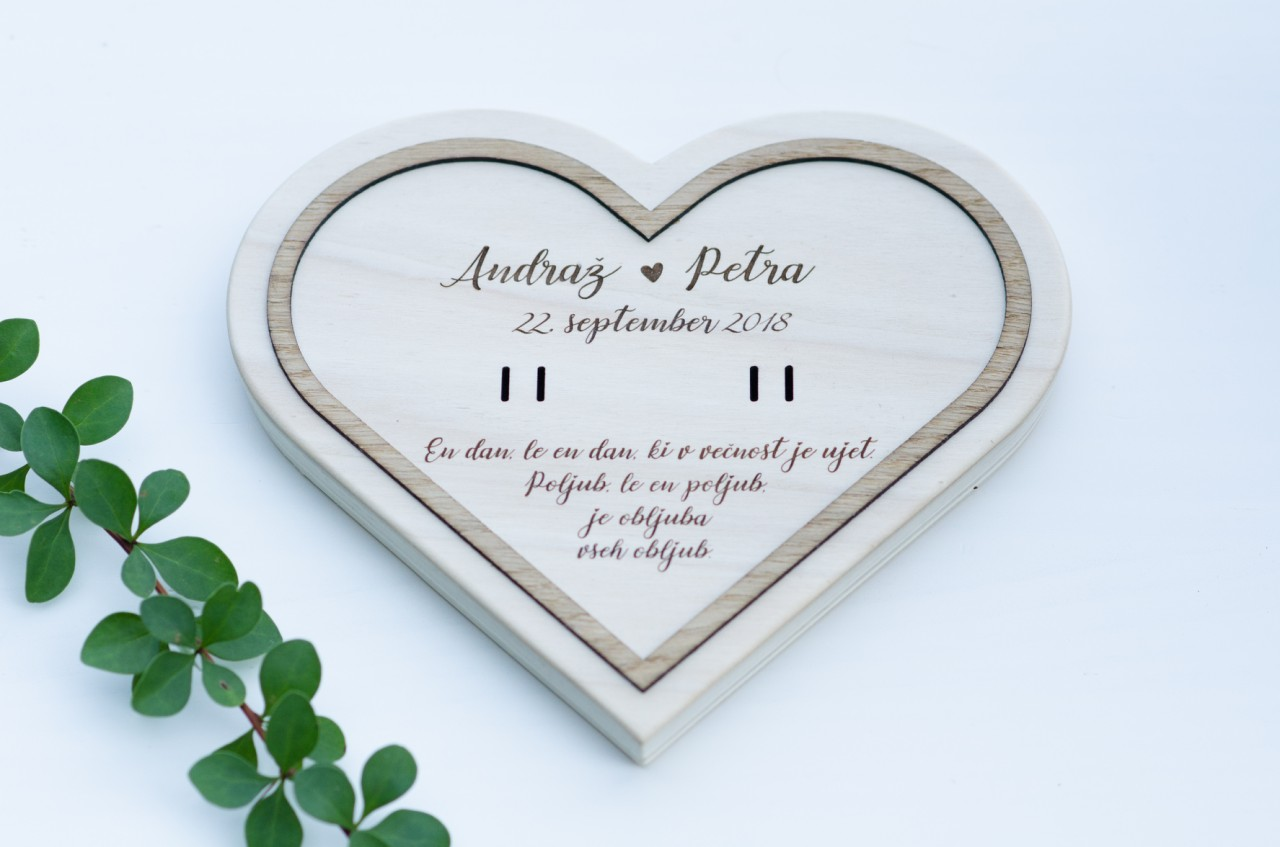 2. Leseni podstavek-srce1
