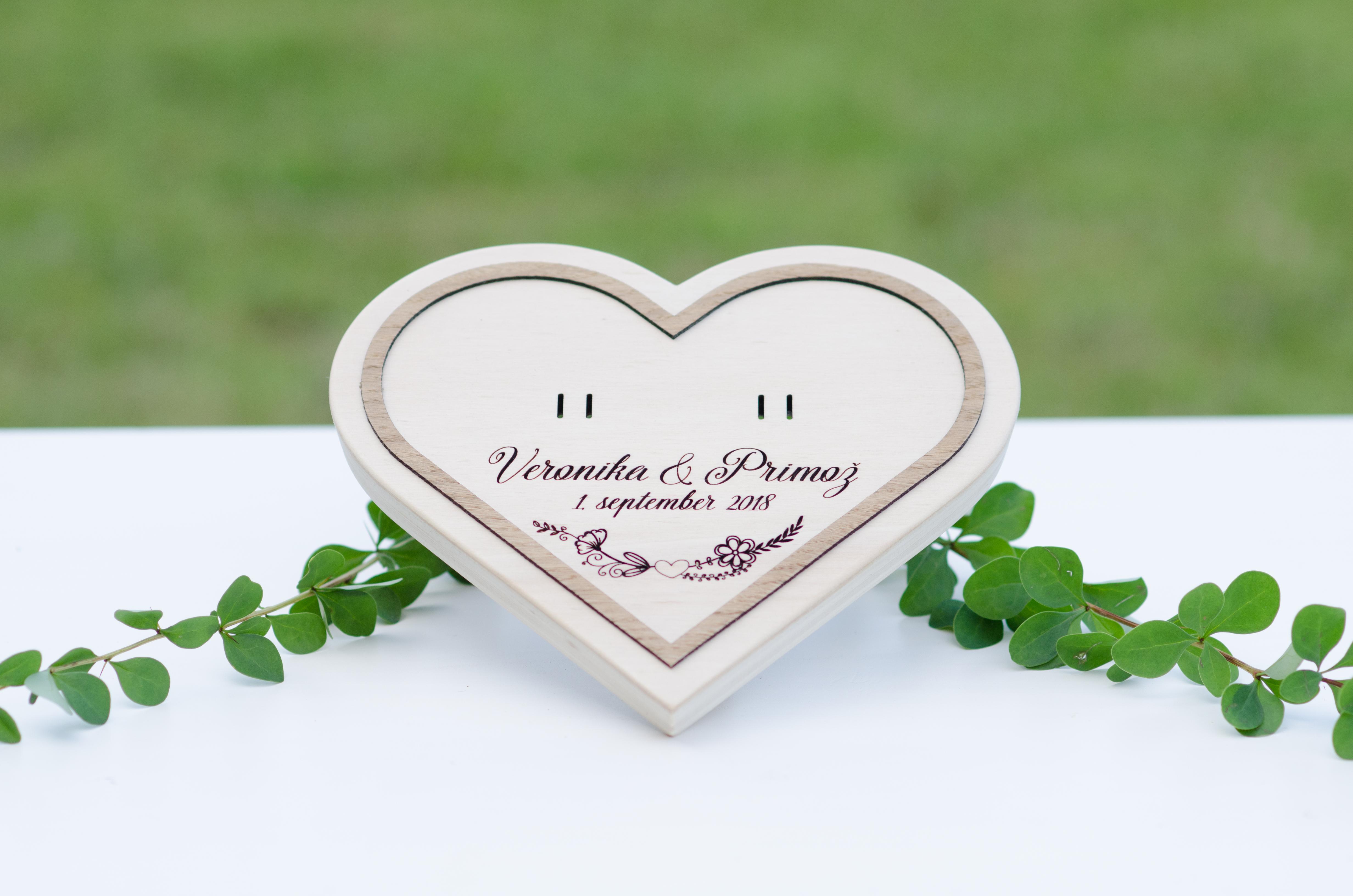 3. Leseni podstavek - srce-ornament1