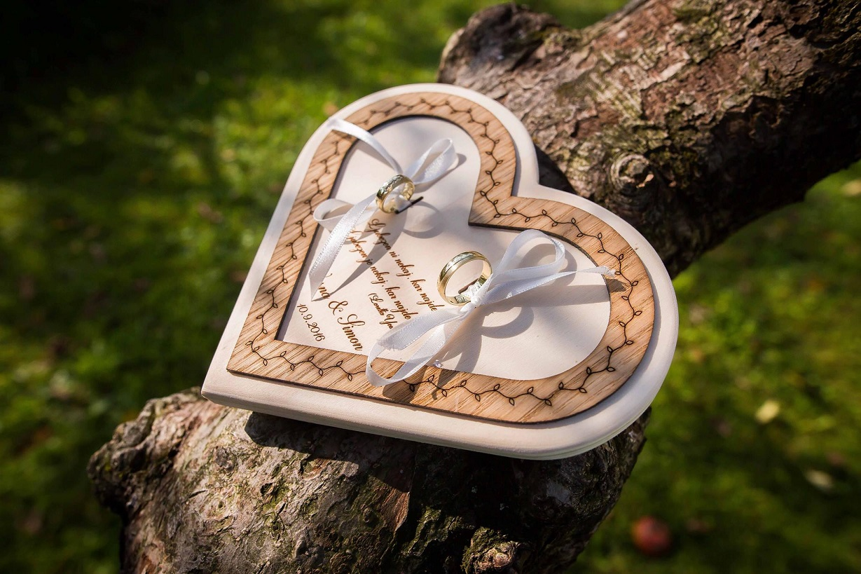 4. Leseni podstavek srce-široka obroba2